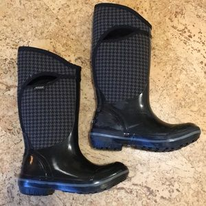 Women's Classic Tall Bogs Boots, size 6